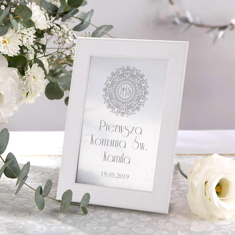 tabliczka na stół ze srebrną hostią