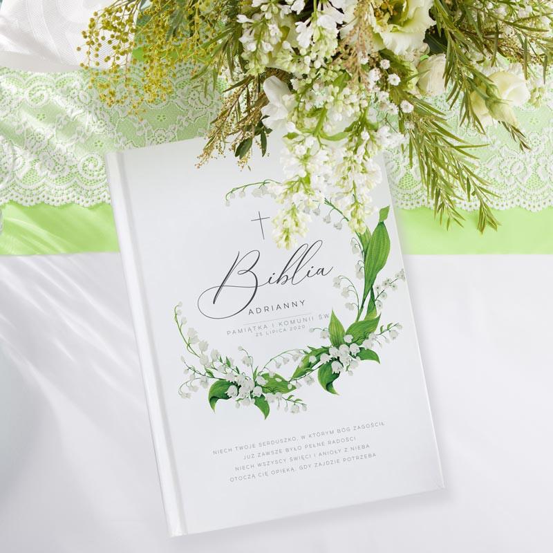 Biblia na Komunię z imieniem dziecka i botanicznym motywem