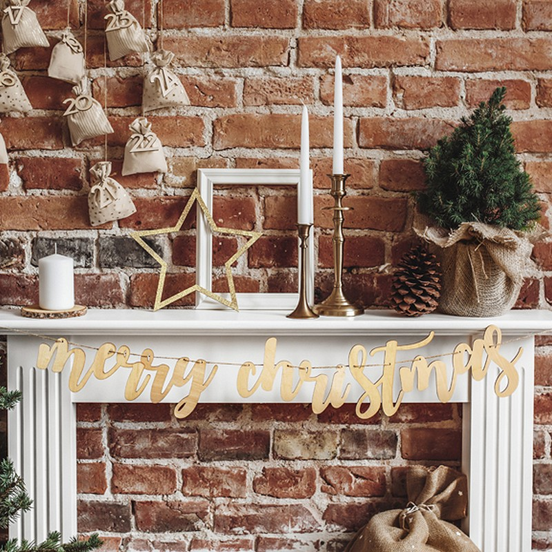 Drewniana grilanda świąteczna z napisem Merry Christmas
