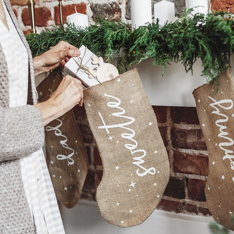 Świąteczna skarpeta jutowa na prezent