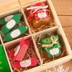 PREZENT świąteczny w skrzyni miód, herbata, krówki Czerwone Święta Z PODPISEM
