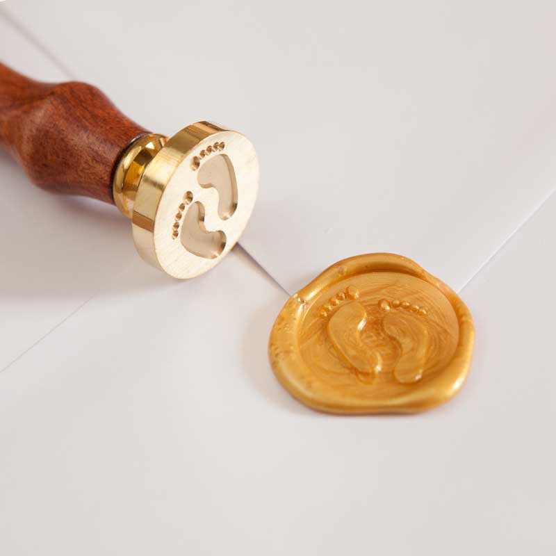 Stempel do odbić w laku ze złotymi stópkami