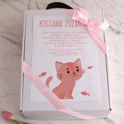 PREZENT na Roczek dziewczynki Z IMIENIEM Zestaw Stołowy Kotek w pudełku