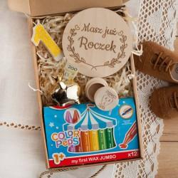 PREZENT na Roczek Z IMIENIEM kredki i świeczka w pudełku