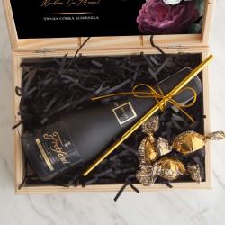 PREZENT dla Mamy w skrzyni Z PODPISEM z winem Cava