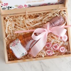 PREZENT na Dzień Matki wino musujące w skrzyni Różowe Kwiaty