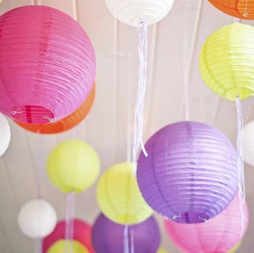 Papierowe kule w różnych kolorach do dekoracji przedszkola