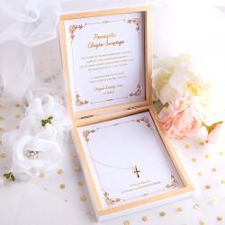 PAMIĄTKA Chrztu Świętego pudełko z zawieszką Krzyżyk Z IMIENIEM BIAŁE POZŁACANE SREBRO