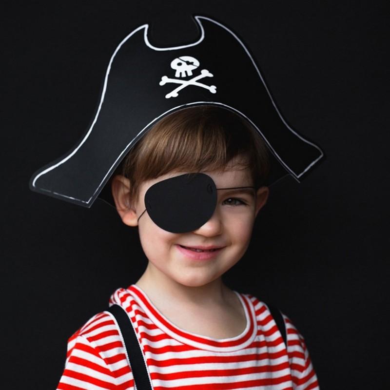 Kapelusz i opaska na oko na przebranie na Halloween dla chłopca