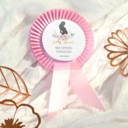PRZYPINKA z kotylionem dla Przyszłej Mamy Baby Shower Zapach Piwonii RÓŻOWA Z IMIENIEM