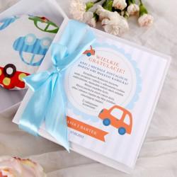 GRATULACJE Prezent na narodziny dziecka TERMOFOREK z pestek wiśni w białym pudełku DLA CHŁOPCA
