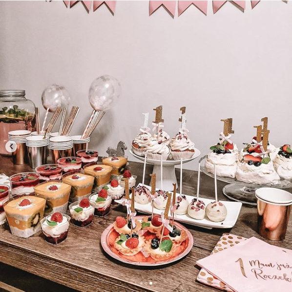 Dekoracje słodkiego stołu na roczek