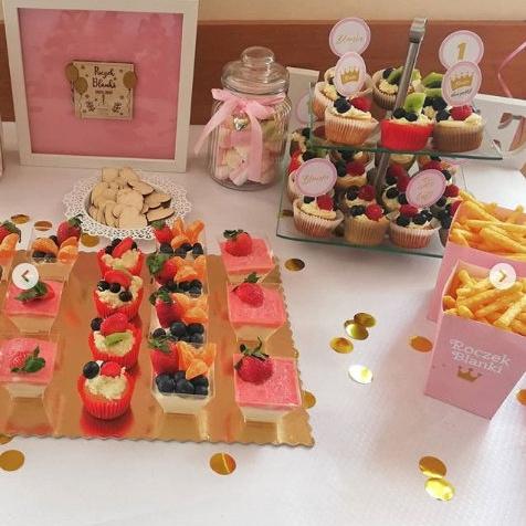 Konfetti dekoracja stołu urodzinowego