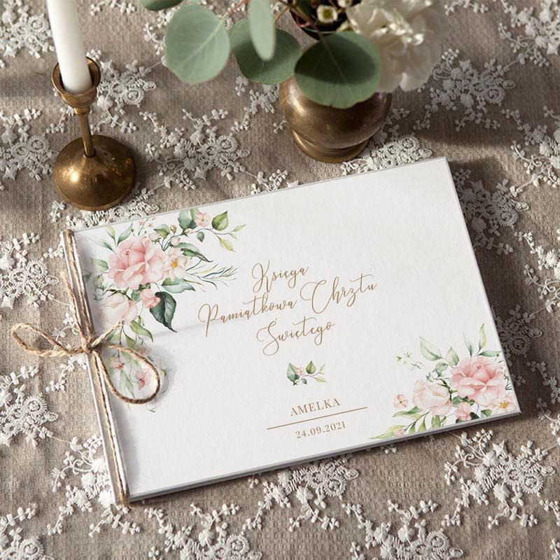 Piękna Księga Pamiątkowa Chrztu Świętego z personalizacją i motywem Pudrowych Kwiatów