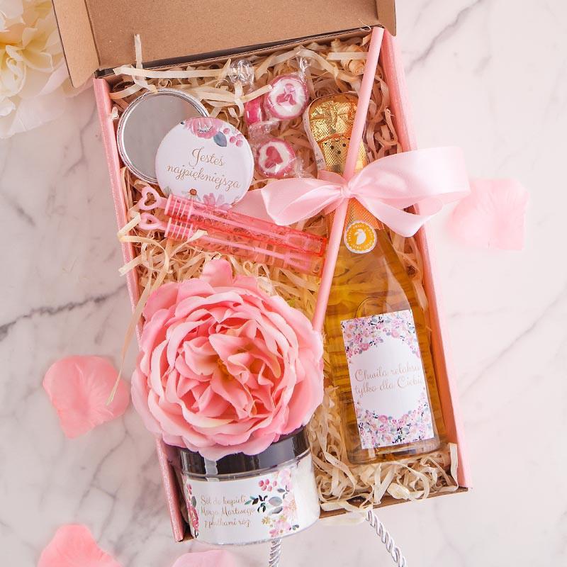 Zestaw w różowym pudełku na Dzień Mamy