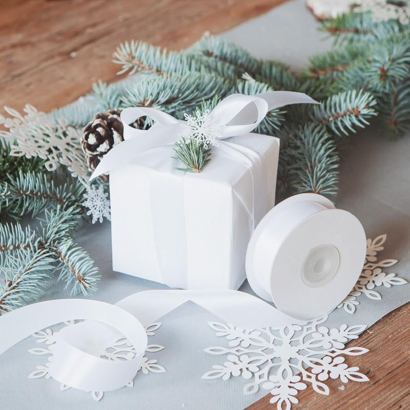 Satynowe wstążeczki do pięknego udekorowania prezentów i upominków